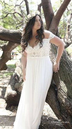 Bohemian plus size wedding gown with off shoulder sleeves. Studio Levana gown plus size Home - Studio Levana - Couture Wedding Gowns Plus Size Brides, Plus Size Wedding Gowns, Boho Chic Wedding Dress, Casual Wedding, Lace Wedding, Mode Xl, Wedding Gown Off Shoulder, Dress Plus Size, Couture Wedding Gowns