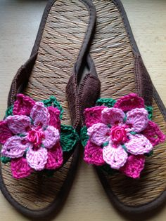 Summer slippers. I wanted to pimp my flip flops, so I combined two crochet tutorials: http://www.annettepetavy.com/pages/en/newsletter/201005.html for the flowers and http://www.petalstopicots.com/2012/07/crocheted-flip-flops-tutorial-with.html for the slippers.