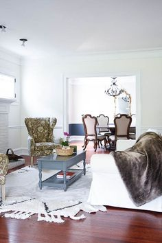 Best White Paint Colors For Home Staging - 2018 - Home with Keki Home Staging Tips, Home Staging, Paint Colors For Home, White Paint Colors, Home Decor, Paint Colors, White Paints, White Rooms, House Colors