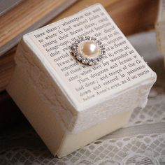 Literature and Lace Favour Boxes...a must for all book worms, writers or anyone planning a literature themed wedding!