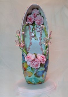 Decorated pointe shoe centerpiece with pastel butterflies and pink roses. Sweet 16 from DesignsEnPointe on Etsy. Pointe Shoes, Toe Shoes, Ballet Shoes, Ballet Art, Ballet Dancers, Dance Crafts, Fairy Shoes, Dance Gear, Shoe Crafts
