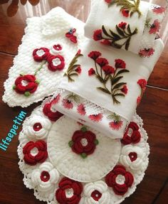 Crochet Home Decor, Christmas Stockings, Christmas Tree, Crochet Handbags, Girls Makeup, Crochet Flowers, African Women, Diy Crafts, Embroidery