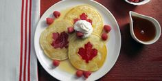 50 Red and White Desserts to Celebrate Canada Day Canadian Dishes, Canadian Cuisine, Canadian Food, Canadian Recipes, Crispy Treats Recipe, White Desserts, Camping Snacks, Butter Tarts