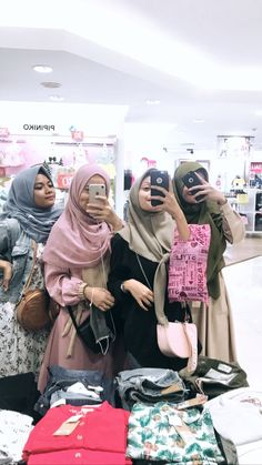 Discover recipes, home ideas, style inspiration and other ideas to try. Muslim Fashion, Hijab Fashion, Instagram Outfits, Instagram Ideas, Muslim Hijab, Tumblr Photography, Church Outfits, Muslim Women, Makeup Collection