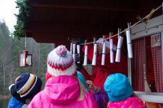 Taavetti-tonttu on lähettänyt lapsille postia. Mitähän Taavetilla on ollut kerrottavana tällä kertaa: jouluisia satuja, työlista joulukiireille vai ehkä vain joulun toivotuksia.  11. joulukuuta, Turkansaaren ulkomuseo, Oulu (Finland)