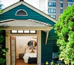 One of the top 10 urban bed & breakfast inns around the world.  This is in the heart of downtown Vancouver.  I would live to go and stay some time.  #inns #bed_and_breakfast