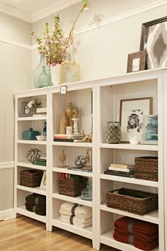 38 Creative And Genius Bookshelf Styling Living Room Decoration - Page 40 of 40 Bookshelf Styling, Bookshelf Decorating, Rustic Bookshelf, Decorating Ideas, Decorate Bookcase, Pottery Barn, Home Office, Living Room Decor, Family Room