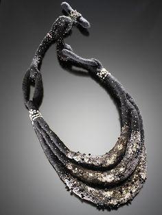 Gefilzt - auch mit Perlen ... phantastische Filz-Werke (z. B. als Schmuck) von Barbara Poole = B. Felt: Exquisitely Crafted Wool Felt Fashions
