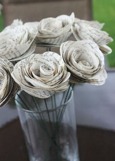 DIY Room Decorations - 12 Rustic Book Page Paper Flowers - Wedding Decor - Vintage - Bridal Shower - Bridesmaids - Just Because Gift - Party - Re Purposed Vintage Party, Vintage Bridal, Vintage Decor, Vintage Ideas, Vintage Table, Rustic Books, Paper Flowers Wedding, Diy Flowers, Real Flowers