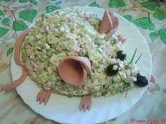 A fun way to serve many cold salads such as potato salad, ham salad, macaroni salad - Current İdeas Pin - Food Art - Cute Food, Good Food, Yummy Food, Ham Salad, Potato Salad, Food Garnishes, Food Decoration, Food Crafts, Food Humor