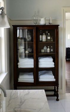 A house/ bathroom big enough to need a full piece of furniture to use as a linen closet Bathroom Inspiration, Interior Inspiration, Home Interior, Interior Design, Bathroom Renos, Beautiful Bathrooms, Sweet Home, New Homes, Home Fashion