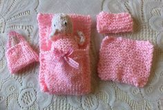 Easy to make cute Poppet little accessories. Stocking Stitch Knitting, Knitting Yarn, Free Knitting, Baby Knitting, Knitting Ideas, Knitting Dolls Clothes, Knitted Dolls, Sewing Dolls, Crochet Dolls