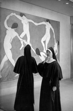 "Henri Cartier-Bresson. NY, Museum of Modern Art, ""The dance"" by Henri Matisse"