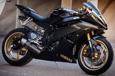 awesome bike👍👊 YZF Mee 👉check out his feed Yamaha Motorcycles, Yamaha Yzf R6, Custom Motorcycles, Moto Bike, Motorcycle Bike, Ducati, Motogp Valentino Rossi, Motos Honda, White Motorcycle