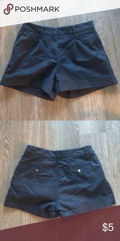 H&M black khakis size 8 Very comfortable fit! Perfect shorts for everyday use! H&M Shorts