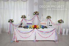 Радужная свадьба - оформление стола молодоженов