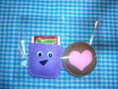 theekopje van vilt met koekje - felt teacup with cookie (gratis nederlands patroon)