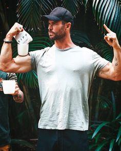 "Chris Hemsworth Fan on Instagram: ""❤️ @chrishemsworth . . . . . ( #chrishemsworth #chrispratt #chrisevans #tomholland #sebastianstan #jakegyllenhaal #avengersendgame…"" Chris Hemsworth Tattoo, Chris Hemsworth Muscles, Chris Hemsworth Kids, Hemsworth Brothers, Chris Pratt, Chris Evans, Jake Gyllenhaal, Sebastian Stan, Tom Holland"