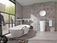 Salle de bain grise avec carreaux de ciment au mur. http://www.m-habitat.fr/par-pieces/sanitaires/comment-optimiser-l-espace-dans-une-petite-salle-de-bain-2691_A