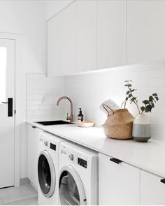 7 Small Laundry Room Design Ideas - Des Home Design Laundry Decor, Laundry Room Organization, Laundry Room Design, Laundry In Bathroom, Laundry Cupboard, Laundry Cabinets, Kitchen Cabinets, White Laundry Rooms, Modern Laundry Rooms