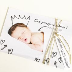www.zojoann.nl #geboortekaartje #birthannouncement Storch Baby, Baby Collage, Baby Photo Books, Baby Mini Album, Birth Announcement Sign, Baby Posters, Baby Journal, Newborn Photography Props, Baby Family