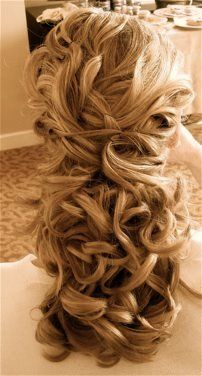 Wedding hair. Love all the big curls.