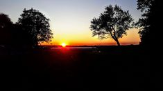 Couchers de soleil en Europe: Autriche, France et Ukraine – La plume d'Isandre Ukraine, Europe, Celestial, Sunset, Outdoor, Blog, Full Moon, Taking Pictures, Austria