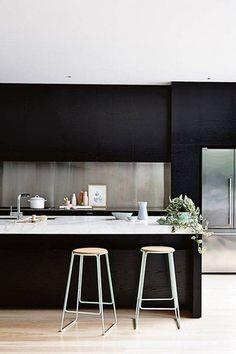 18 kitchens that have perfected minimalism schlafzimmer schwarze kuchen esszimmer inspiration wohnzimmer ideen