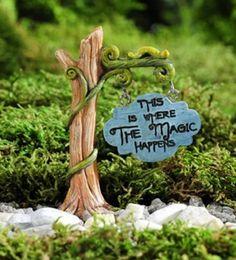 Mini World Enchanted Forest Tree & Vine Sign