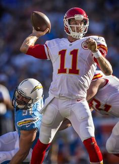Kansas City Chiefs quarterback Alex Smith (11) threw to Kansas City Chiefs tight end Travis Kelce in the end zone against against the San Diego Chargers on Sunday, November 22, 2015 at Qualcomm Stadium in San Diego, Calif. The Chiefs won 33-3.
