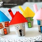 Such cute little houses from toilet paper roles! Toilet Paper Roll Art, Rolled Paper Art, Projects For Kids, Diy For Kids, Crafts For Kids, Roll House, Kids Toilet, Cute Little Houses, Diy And Crafts