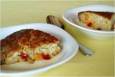Oond 180 gr C. Meng alles saam in mengbak: 2 k bruismeel, 1 1/2 k suiker, 2 eiers, 1/2 k klapper, 1 t koeksoda, 1/4 t sout, 1 t karamel essens, 1 blikkie fruitcocktail met sous en al en 2 t asyn. Skep in gesmeerde oondbak en bak vir 30-40 minite tot gaar. Sous: 1 k suiker, 250 ml room of 1 blik Idealmelk, knippie sout en 1 t vanilla geursel. Kook deur en skep versigtig oor warm tert.. Bedien met roomys of vla.