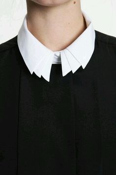 Collar white shirt Sometimes minor details are important to the overall look and feel. Fashion Mode, Look Fashion, Fashion Details, Womens Fashion, Trendy Fashion, White Fashion, Modern Fashion, Fashion Ideas, Fashion Tips
