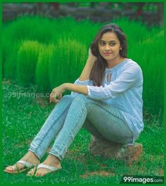 Sri Divya cutest tollywood south Indian Actress insane beauty face unseen latest hot sexy images of her body show and navel pics with big cl. South Indian Actress Photo, Indian Actress Photos, Indian Actresses, South Actress, Bollywood Actress Hot Photos, Tamil Actress, Stylish Girl Pic, Top Celebrities, Most Beautiful Indian Actress