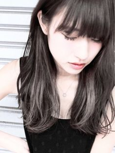 黒髪は似合わない!なんて思っていませんか?そんな方にぜひお試しいただきたいのがカラーグラデーション♡ダークトーンなのにツヤツヤで軽やか♪とびっきりオシャレな黒髪についてご紹介します。(3ページ目)