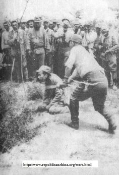 The moment a Chinese man is executed by a Japanese soldier during the Nanking Massacre; 1937 He should have chosen the stake! Hot steak better than a cold chop. Nanking Massacre, Evil People, Historical Images, World History, Military History, World War Two, Wwii, Chinese Man, Pictures