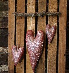 primitive valentine hearts door hanger e-pattern from Rockriverstitches via… Valentines Day Hearts, Valentine Day Love, Valentine Day Crafts, Valentine Stuff, Primitive Wood Crafts, Primitive Country, Valentines Bricolage, Valentine's Day Quotes, Nail Quotes