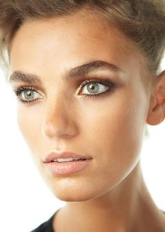 Spring 2012 Makeup trends.  Loving the bronzed look!   http://wellrounded.me/2012/04/13/spring-2012-makeup-trends-likes-dislikes/