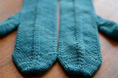 To knit: mitred mittens (from EZ Knitter's Almanac)