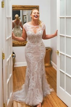 Justin Alexander - Style Hand Beaded Lace Applique Fit and Flare Dress A. - Bridal Gowns Justin Alexander - Style Hand Beaded Lace Applique Fit and Flare Dress A. Plus Size Wedding Gowns, Dream Wedding Dresses, Designer Wedding Dresses, Bridal Dresses, Event Dresses, Party Dresses, Curvy Wedding Dresses, Size 12 Wedding Dress, Modest Wedding