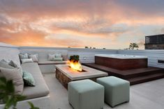 The first and essential thing when building an outdoor Jacuzzi is to discover a great view for it. Read more about outdoor Jacuzzi and spa. Rooftop Terrace Design, Rooftop Patio, Rooftop Lounge, Terrace Ideas, Patio Ideas, Patio Roof, Rooftop Bar, Backyard Patio, Outdoor Ideas