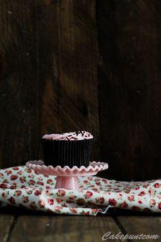 Cupcakes chocolate y fresas  Buenos días!! Estamos a media mañana y seguro que os apetece desayunar a estas horas,  Un delicioso cupcake de chocolate y fresas es ideal, te apetece? http://cakepuntcom.blogspot.com.es/2015/11/cupcakes-de-chocolate-y-fresa-rellenos.html