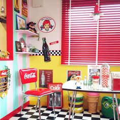 Vintage Diner, Retro Diner, Vintage Room, Quirky Kitchen, Retro Kitchen Decor, Diner Aesthetic, Diner Decor, Home Cinema Room, American Interior