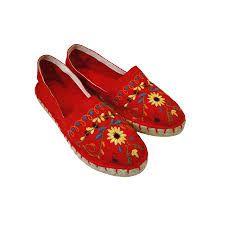 Resultado de imagen para alpargatas bordadas Sharpie Shoes, Funky Shoes, Crochet Shoes, Beach Sandals, Canvas Leather, Moccasins, Loafers Men, Espadrilles, Oxford Shoes