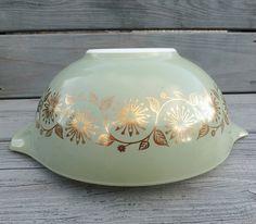 Pyrex bowl Vintage Medallion promotional 1962 by purplegracelane