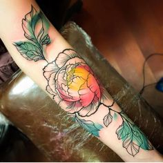 Flowers are beautiful, flower tattoos are also just as beautiful. This is our round up of 47 of the best floral tattoo for both men and women. Pretty Tattoos, Love Tattoos, Beautiful Tattoos, Body Art Tattoos, Floral Tattoos, Tatoos, Et Tattoo, Piercing Tattoo, Piercings