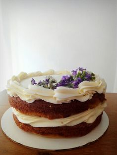 Lemon naked cake
