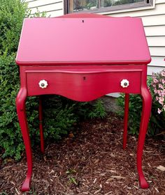 love it! Red Red Wine {secretary redo}