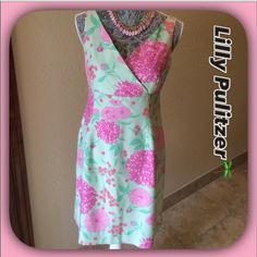 Lilly Pulitzer 🌴Green & Pink Silk Floral Dress Lilly Pulitzer 🌴Silk Green Floral Dress. Lovely dress in excellent condition in a beautiful floral silk fabric! Fully lined with a hidden zipper!  Absolutely Beautiful! 🌺🌺🌺 Lilly Pulitzer Dresses Midi