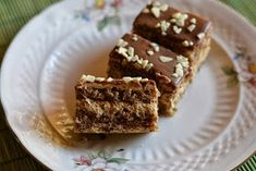 Myra's kitchen: Prajitura pufoasa cu nuca si ness Caramel, Party, Desserts, Christmas, Recipes, Food, Kitchen, Cakes, Model